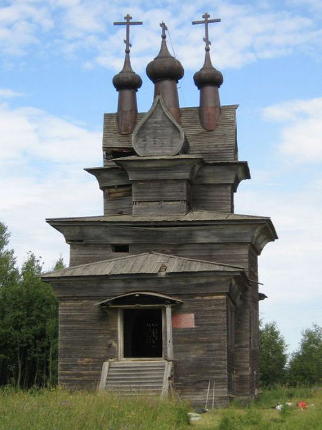 Click through to see more amazing photos of Russian 17th century wooden churches.
