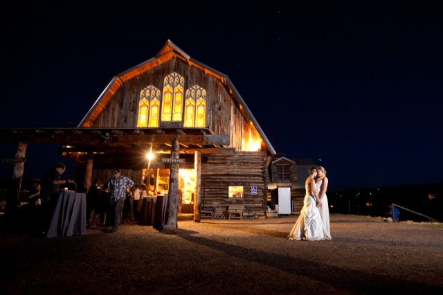 davis-thoma-rustic-barn-wedding-at-night
